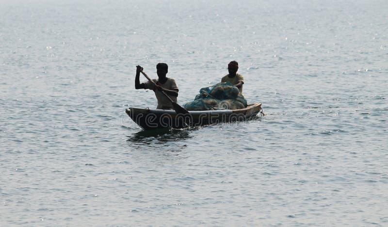 Pescatore sul mare immagine stock