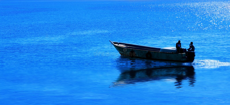 Pescatore sul mare immagini stock
