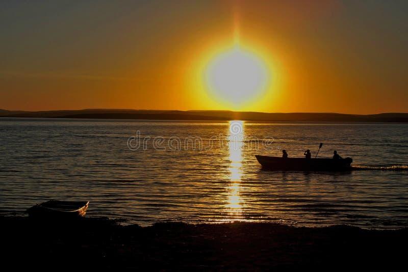 Pescatori al crepuscolo sullo São Francisco River fotografia stock libera da diritti