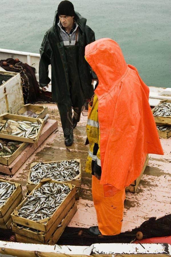 Pescatori sul crogiolo di sciabica immagini stock