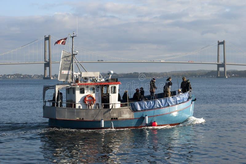 Pescatori sulla barca fotografie stock libere da diritti