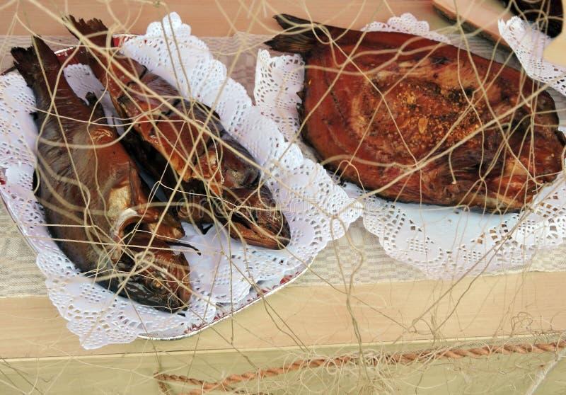 Pesce affumicato saporito nel mercato di strada, Lituania immagine stock libera da diritti