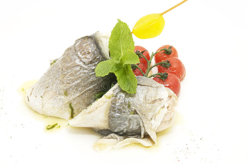 Pesce al forno con la ciliegia fotografie stock