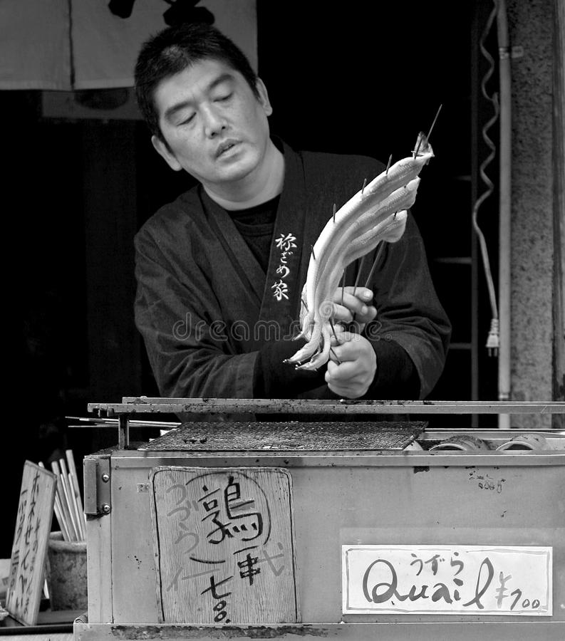 Pesce arrostito ad una stalla di via a Kyoto, Giappone fotografia stock