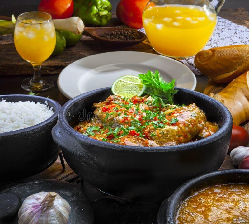 Pesce di Moqueca e gamberetto, cucina brasiliana del piatto tradizionale fotografia stock libera da diritti
