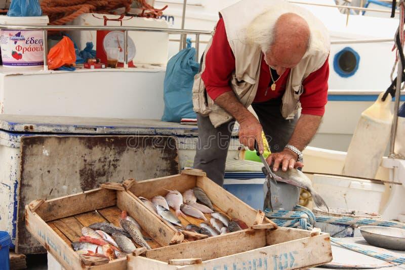 Pesce di pulizia del pescatore fotografia stock