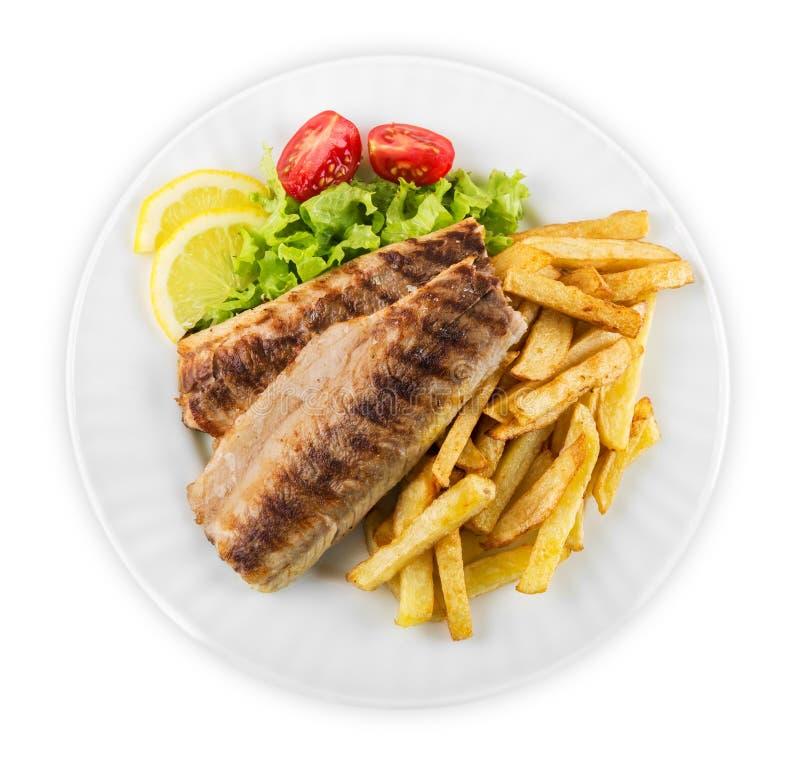 Download Pesce E Patate Fritte Sul Piatto Bianco Fotografia Stock - Immagine di casalingo, immagine: 117977358