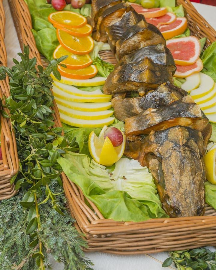 Pesce fritto su un vassoio immagine stock