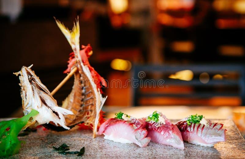 Pesce o sgombri freschi di Aji del sashimi giapponese dei sushi fotografie stock
