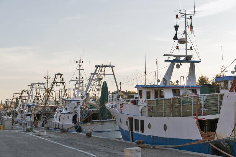 Pescherecci in canale del porto a Rimini, Italia fotografia stock libera da diritti