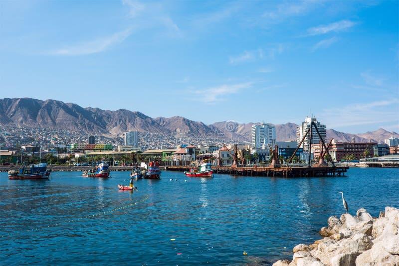 Pescherecci di legno Colourful nel porto a Antofagasta dentro immagine stock