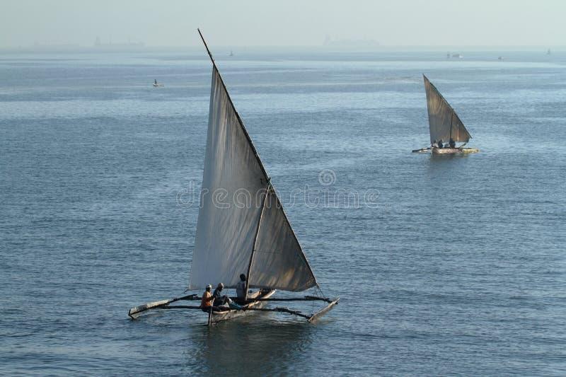 Pescherecci e barche a vela nell'Oceano Indiano immagine stock