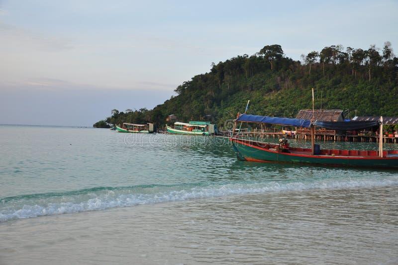 Pescherecci e villaggio, Koh Rong, Cambogia fotografie stock