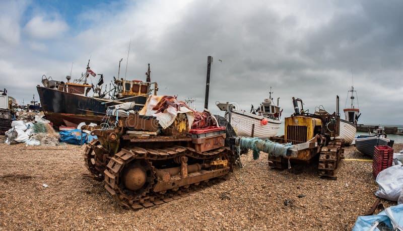 Pescherecci sulla spiaggia a Hastings immagine stock libera da diritti