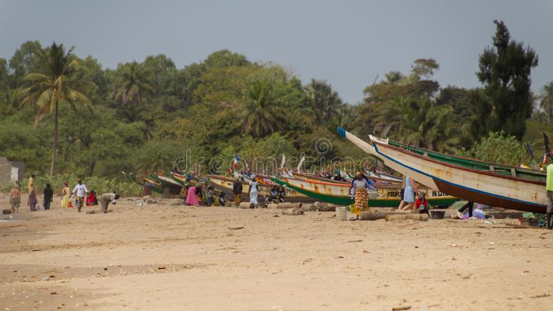 Pescherecci vicino alla spiaggia di Paradise in Gambia immagine stock