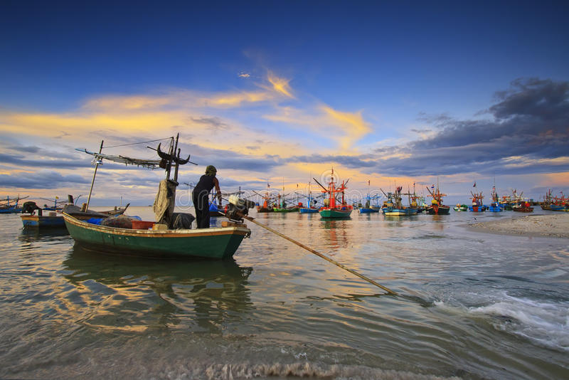 Peschereccio di pesca a traina fotografia stock libera da diritti