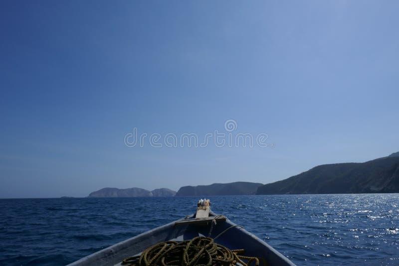 Peschereccio nel mare immagini stock