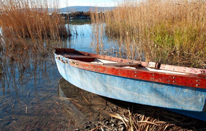 Peschereccio sul lago Balaton immagini stock