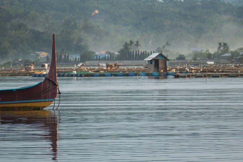 Peschereccio sul lago Taal immagine stock libera da diritti