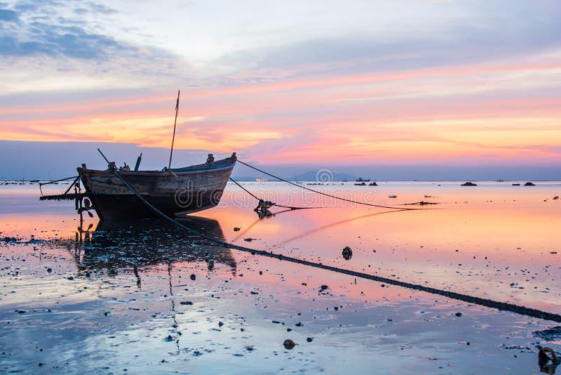 Download Peschereccio Tailandese Per L'individuazione Del Pesce Immagine Stock - Immagine di litorale, barca: 55359299