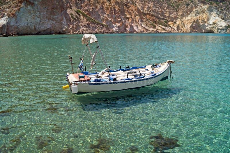 Peschereccio tradizionale sull'isola di Milo fotografia stock
