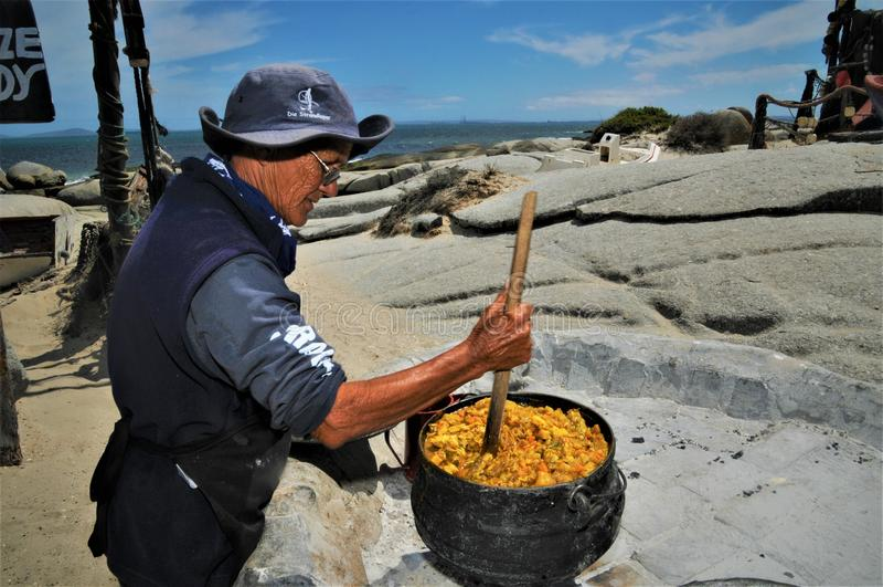 Peschi la paella alla spiaggia in Soutch Africa immagine stock libera da diritti