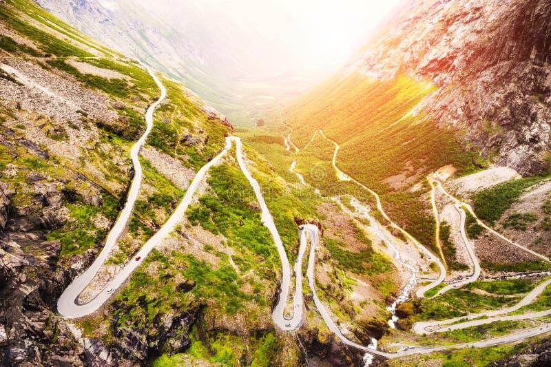 Peschi a traina la strada, destinazione turistica famosa in Norvegia immagine stock