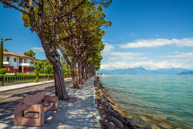 Peschiera del Garda, lago Garda imagens de stock