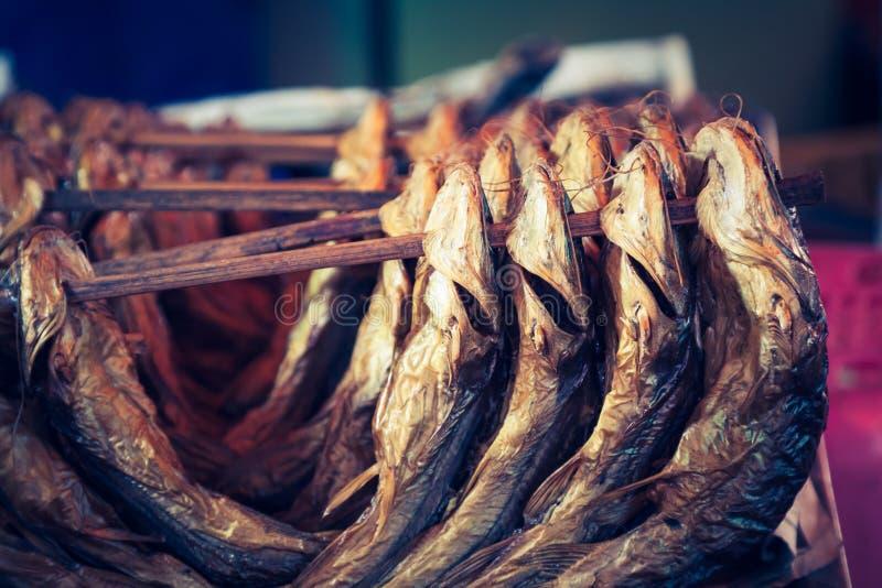 Pesci affumicati freddi Industria alimentare fotografia stock