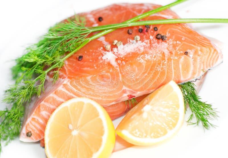 Pesci rossi di color salmone immagine stock