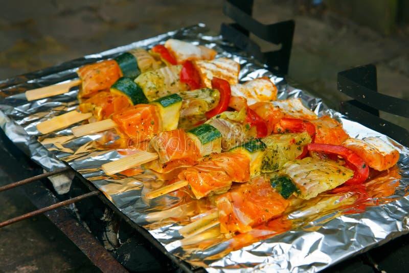 Pesci sul barbecue fotografia stock