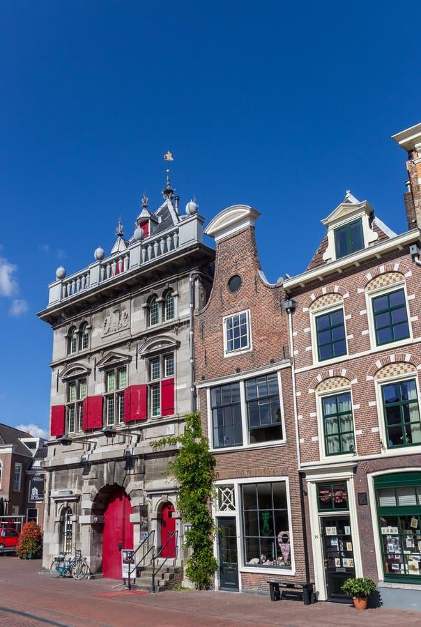 Pese la casa y las tiendas en el centro de Haarlem fotografía de archivo libre de regalías