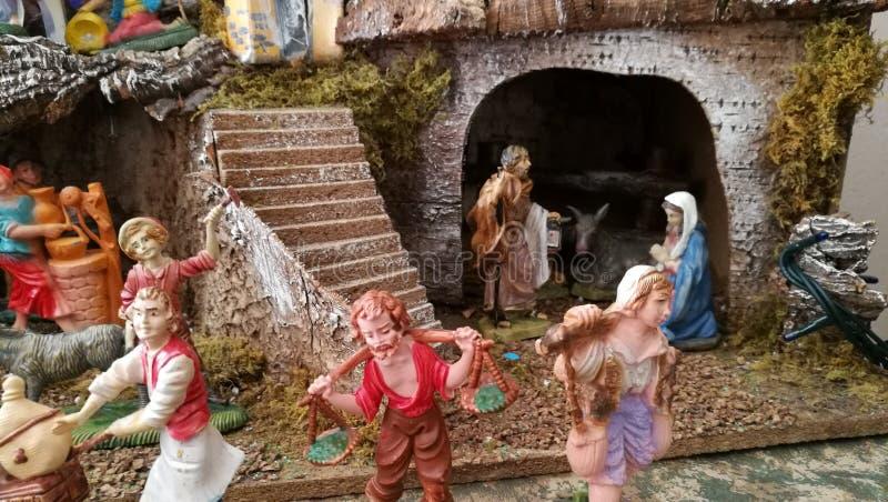 Pesebre hecho en casa de la Navidad, detalles de las mujeres, hogar imágenes de archivo libres de regalías