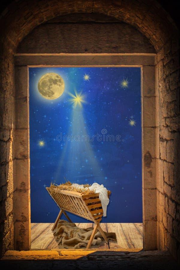 Pesebre vacío debajo del cielo nocturno y de la luna fotografía de archivo libre de regalías