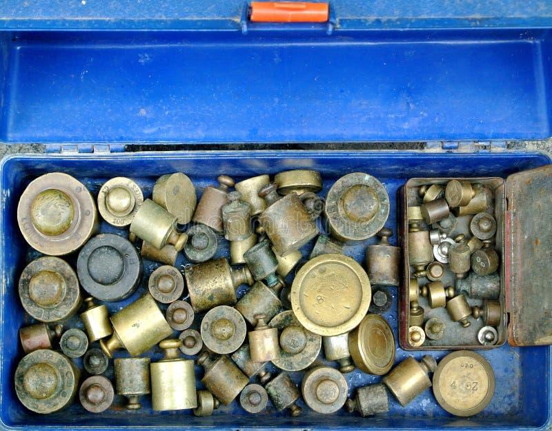 pesi del metallo per le scale immagine stock libera da diritti