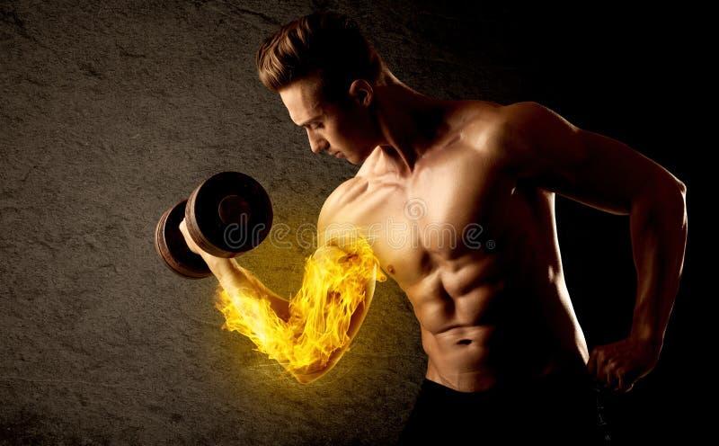 Peso de levantamento do halterofilista muscular com conceito flamejante do bíceps fotografia de stock royalty free