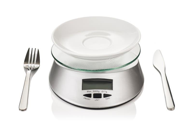 Peso o escala de la cocina aislada en el fondo blanco foto de archivo