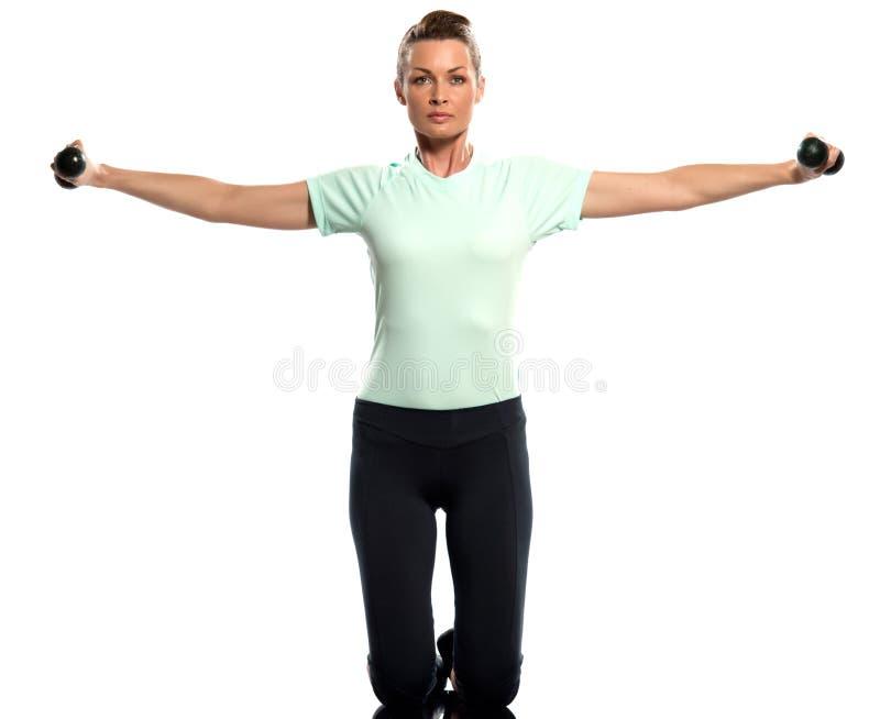 Pesos de ejercicio de la mujer que entrenan a la postura de Worrkout imagenes de archivo