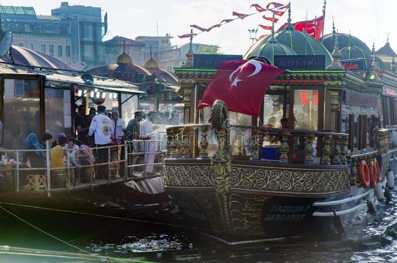 Pesque el bocadillo (ekmek) de Balik Eminonu, Estambul imagen de archivo