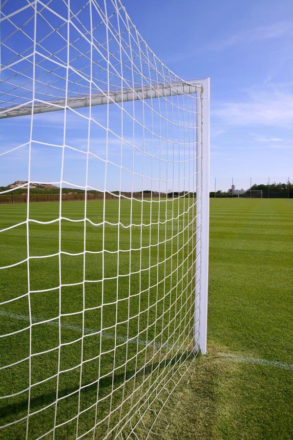 Pesque el campo de hierba verde del balompié de la meta del fútbol foto de archivo libre de regalías