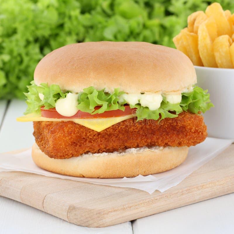 Pesque la hamburguesa del fishburger de la hamburguesa y fríe lechuga de los tomates foto de archivo