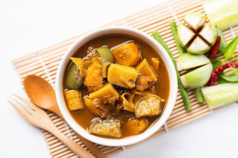 Pesque la sopa amarga de los órganos, comida tailandesa meridional foto de archivo