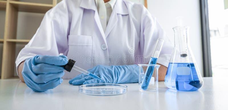 Pesquisadora científica ou médica em laboratório sobre vírus e vacinas antirretrovirais coronavírus covid19 pesquisadora fotos de stock royalty free