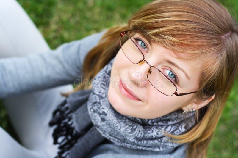 A pessoa da rapariga nos vidros imagem de stock