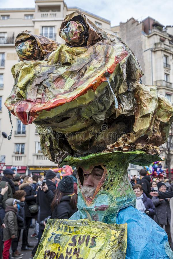 Pessoa disfarçada - Carnaval de Paris 2018 foto de stock