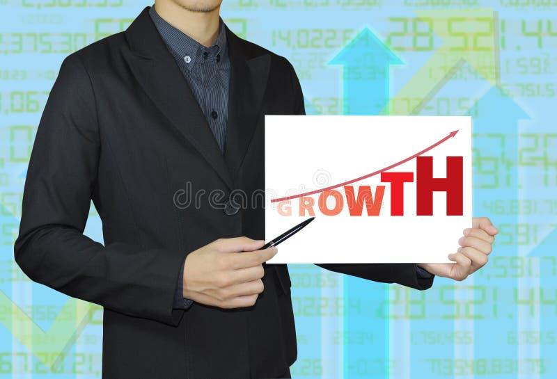 Pessoa do negócio que aponta o gráfico do crescimento foto de stock royalty free
