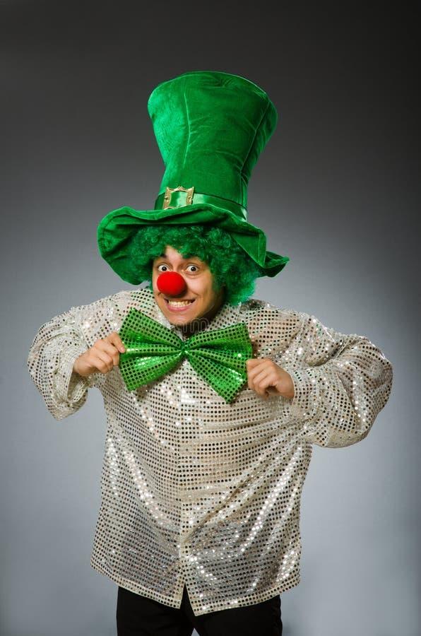 A pessoa engraçada no conceito do feriado de St Patrick fotos de stock royalty free