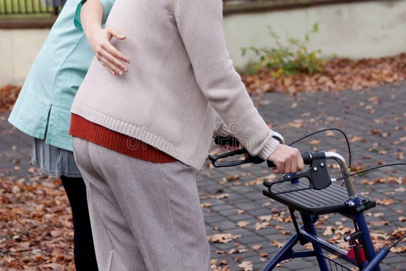 Pessoa idosa com inabilidade fotografia de stock