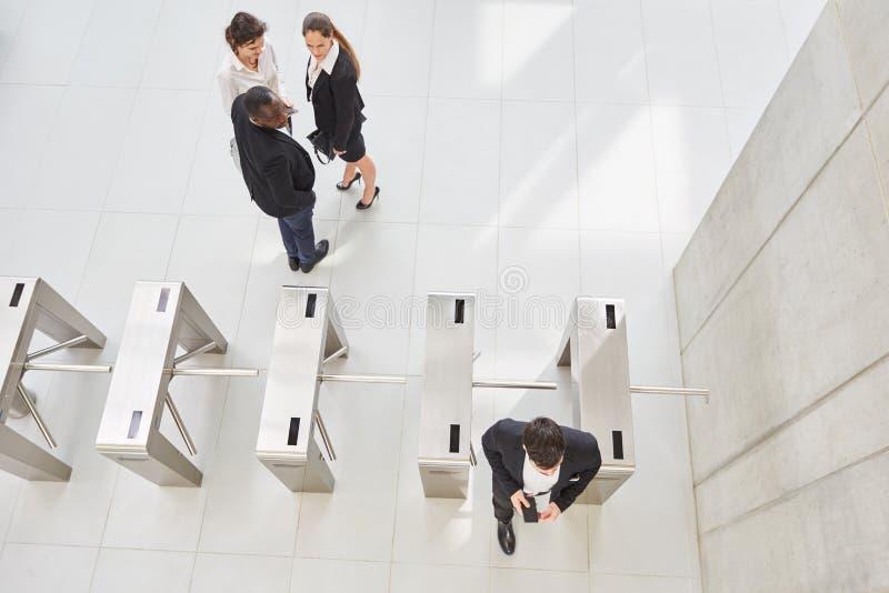 Pessoal no check-in como controle de acesso foto de stock royalty free