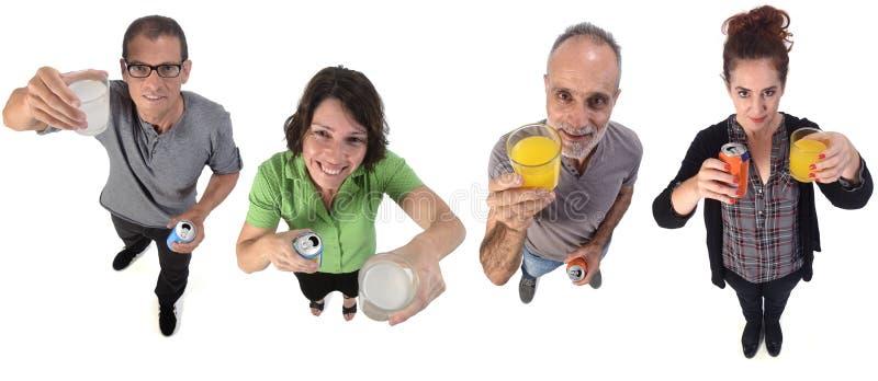 Pessoas com um copo de laranja e soda de limão em branco imagem de stock royalty free
